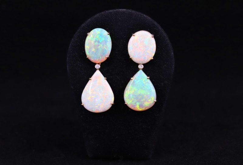 Boucles d'oreilles opales d'Australie et brillants couleurs inversées