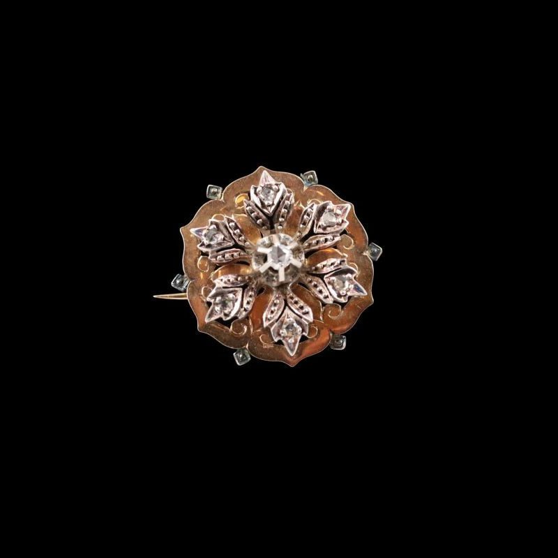 Broche ronde or rose sertie de roses de diamants