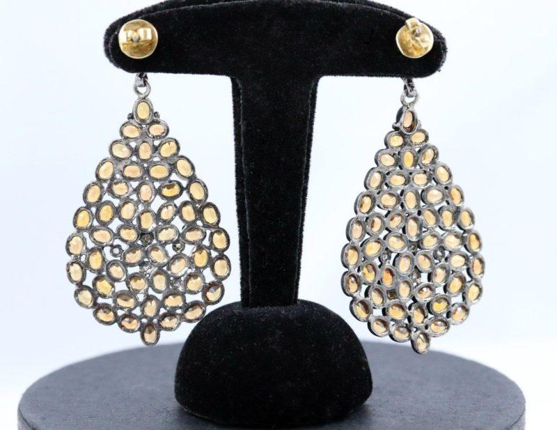 Grands pendants d'oreilles saphirs mandarines et roses de dos