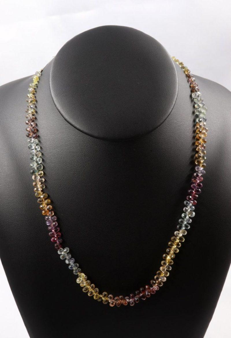Collier de saphirs multicolores