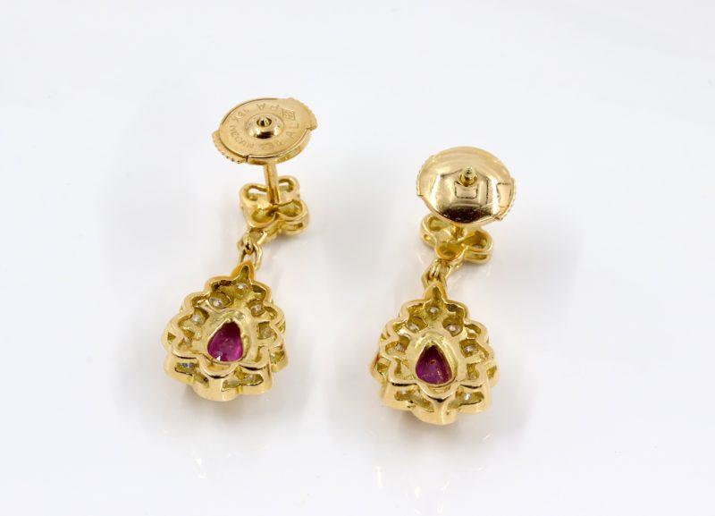 Boucles d'oreilles or rubis et diamants système alpa