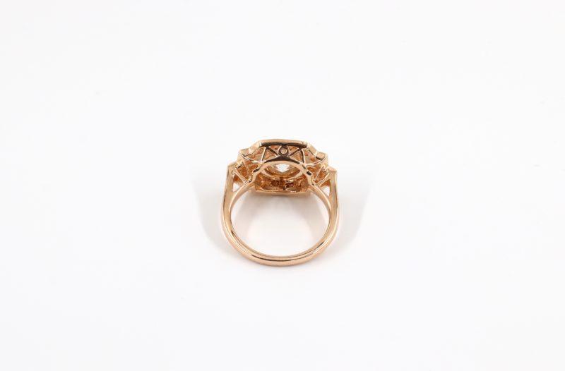 Panier ouvragé bague de style art déco or rose et beau diamant central
