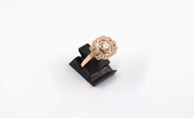 Superbe bague style Art déco or rose et diamants