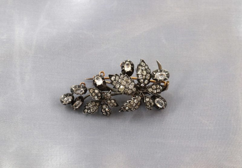 Magnifique broche trembleuse diamants