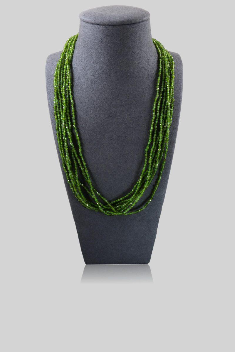 Collier billes de grenats verts