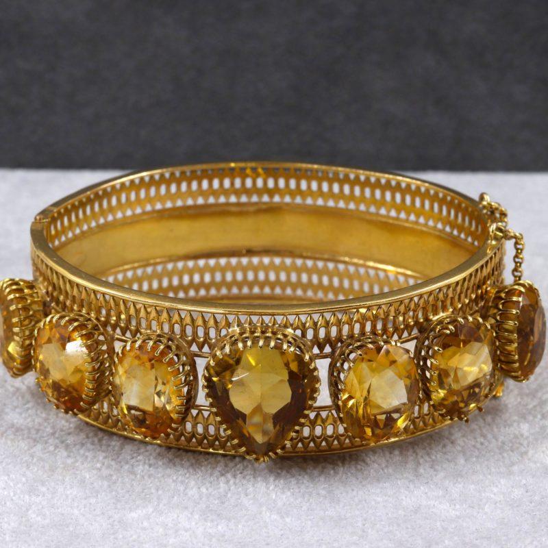 Bracelet rigide or et citrines époque Charles X