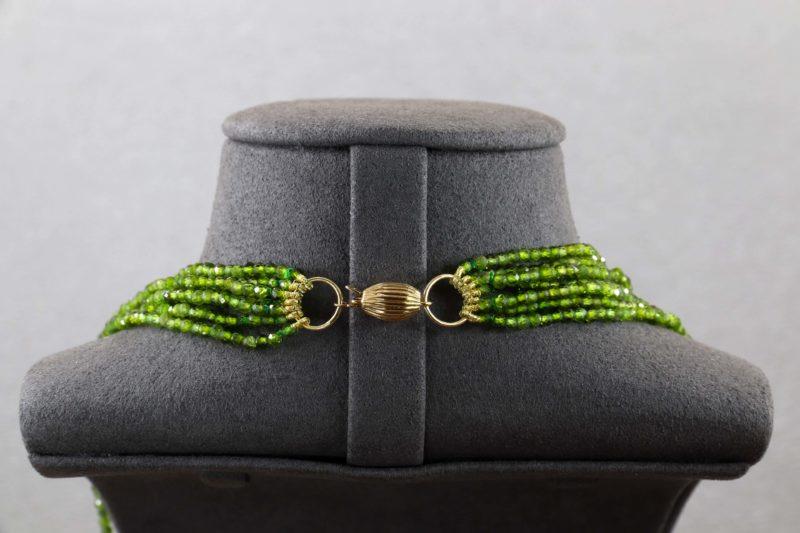 Collier perles de grenats verts